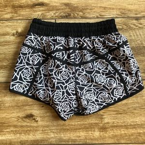 Lululemon Tracker Short Posey Rose Floral Size 6